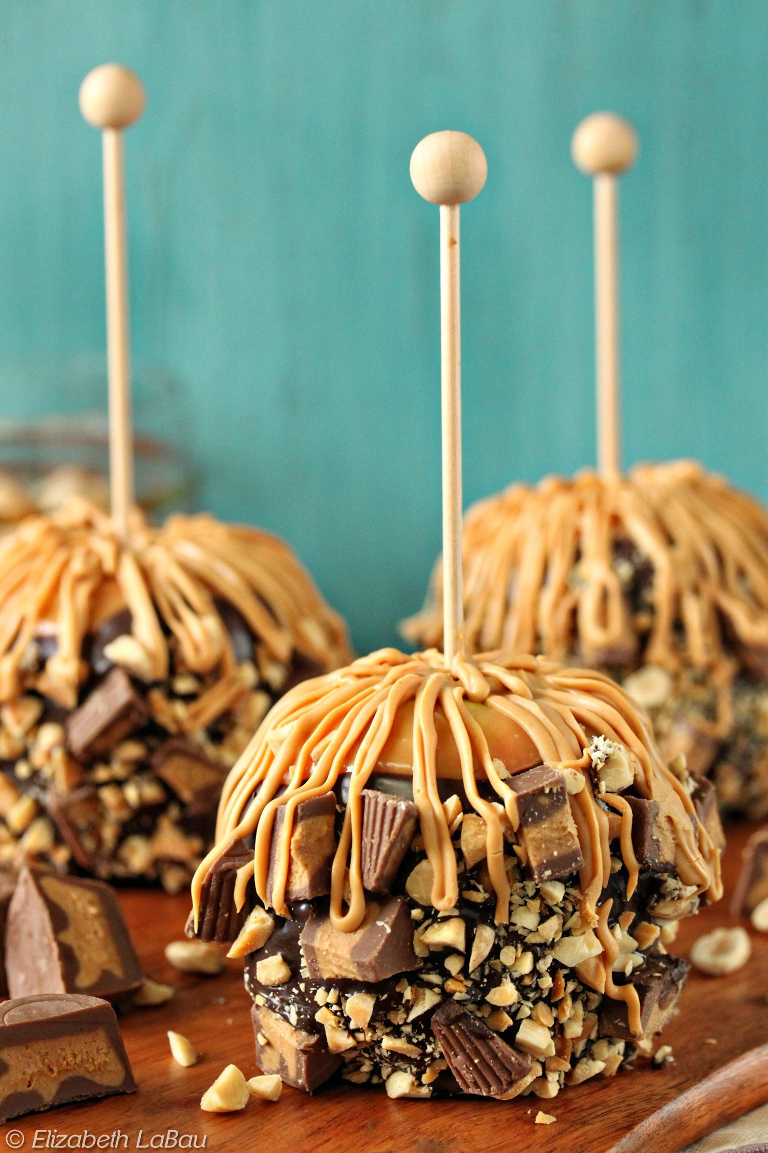 Peanut Butter Caramel Apples With Chocolate and Peanut