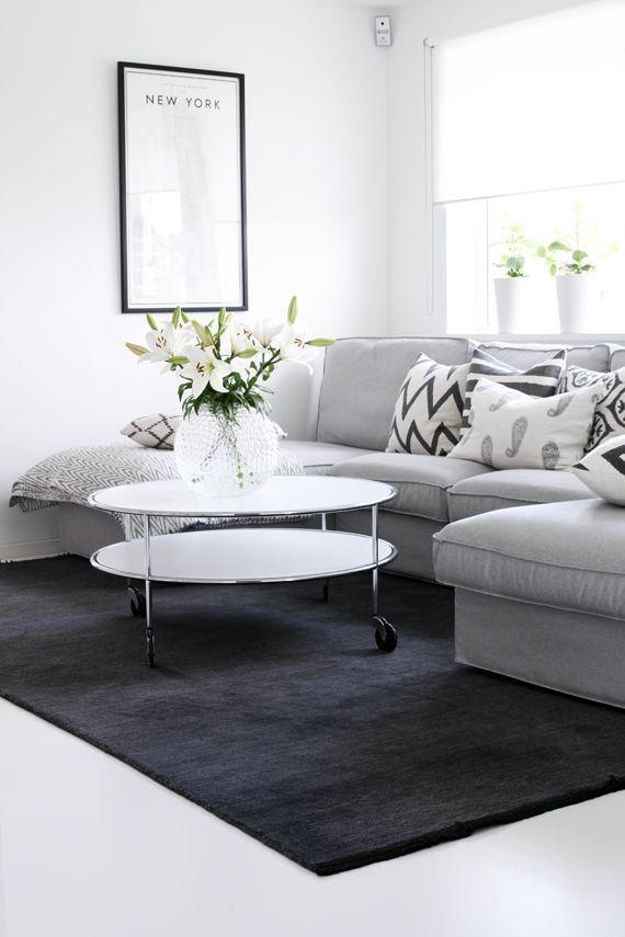 Dark Gray Living Room Rug Shelves For Modern 10 Beautiful Grey And White Rooms House Hunter Obsessed 4a6b1e36c4b29fef325f2ea00f5638ea Home Decor Small