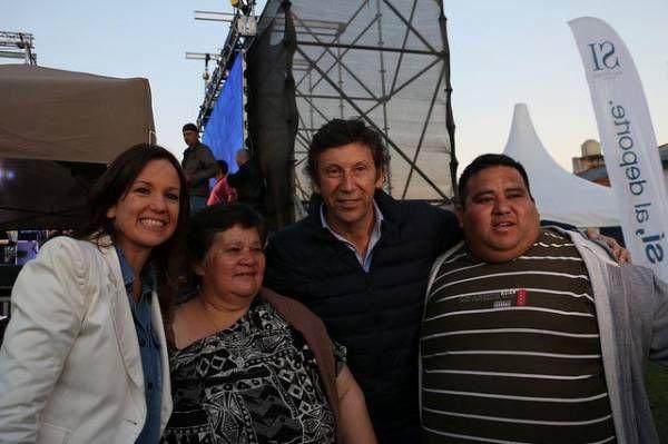 Posse y Carolina Stanley entregaron materiales deportivos a entidades de La Cava