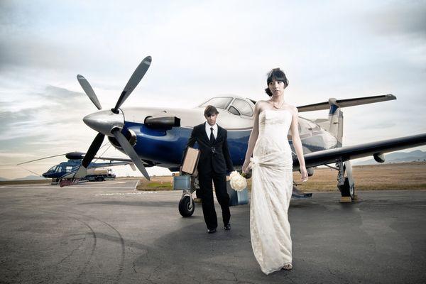 Airplane Fashion Google Search Airplane Style Plane Photography Fashion Shoot