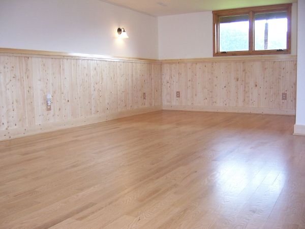White Pine Wainscoting But I Don T Like How The Floor Is
