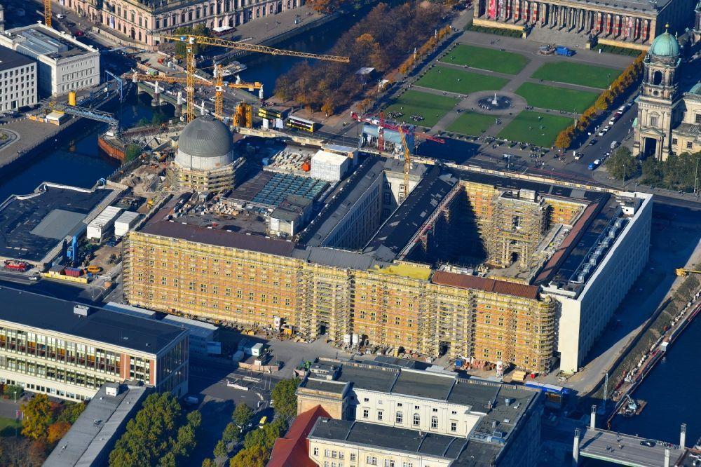 Luftaufnahme Berlin Umgestaltung Des Schlossplatz Durch Die Baustelle Zum Neubau Des Humboldt Forums In Berlin Mitte Berlin Schlossplatz Berlin Stadt