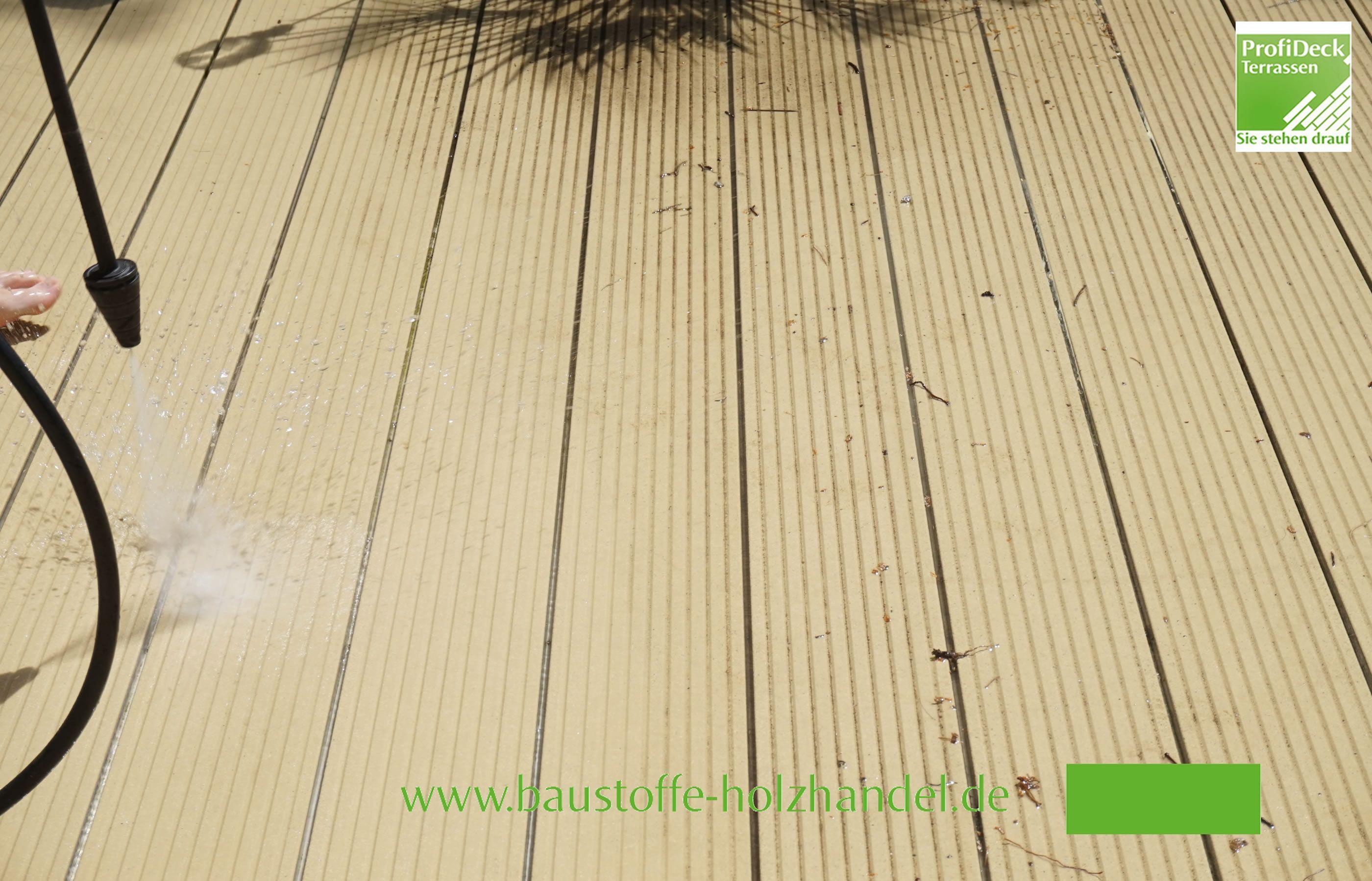 Reinigung von UPM ProFi design Deck 150 Sonnenbeige. Verlegt mit der Alurailschiene.