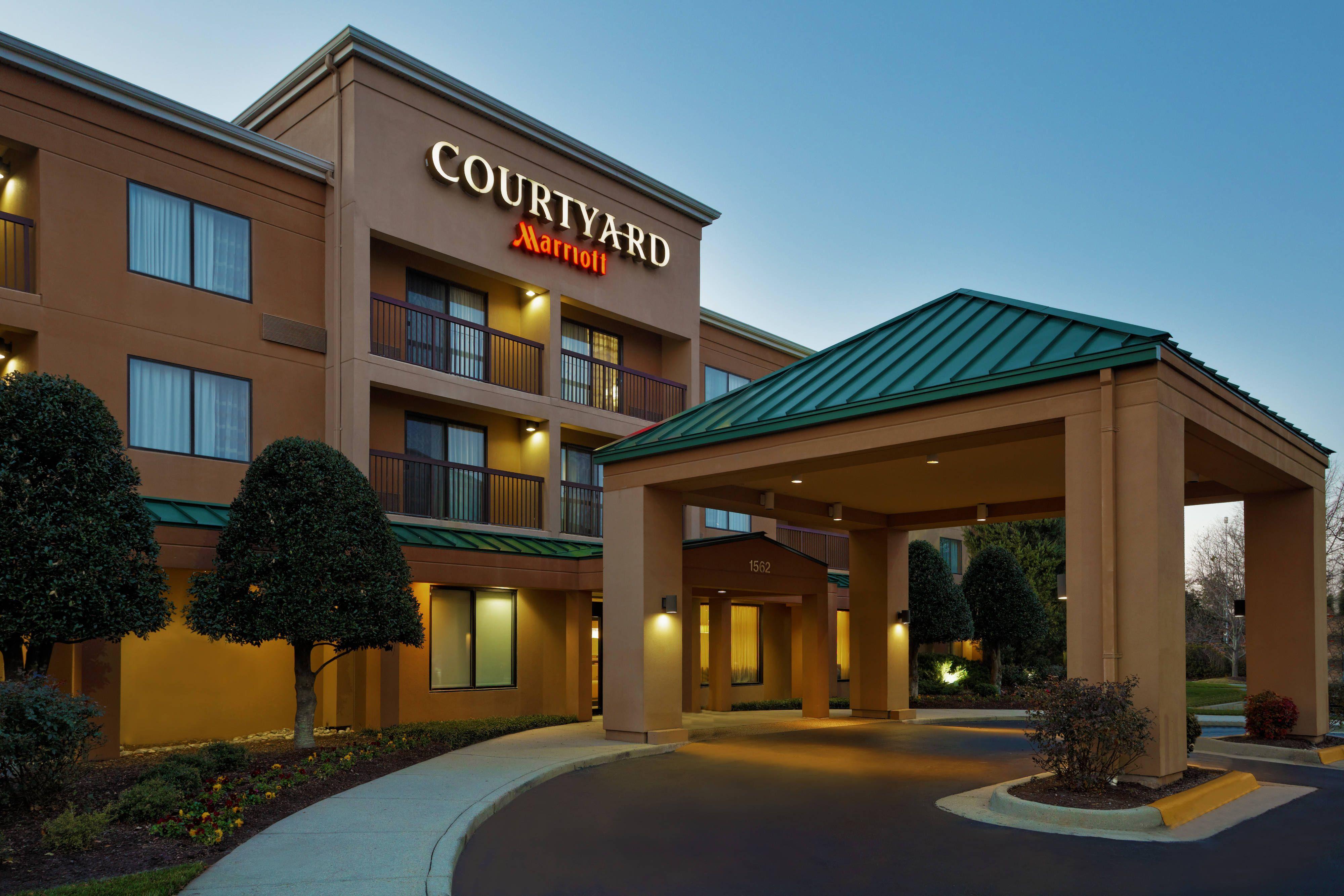 Courtyard Chesapeake Greenbrier Exterior Comfort Holiday Hotel Exterior Design Exterior House Colors Exterior