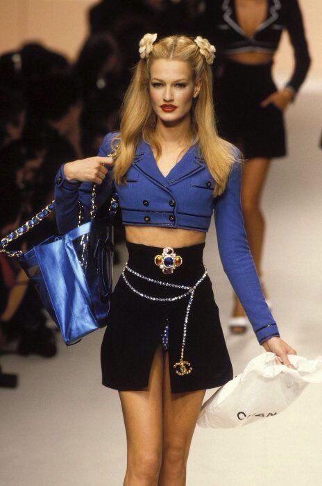 022418d55cda Chanel 90s   Runnwaay killa in 2019   Chanel fashion, Fashion, 1990s ...
