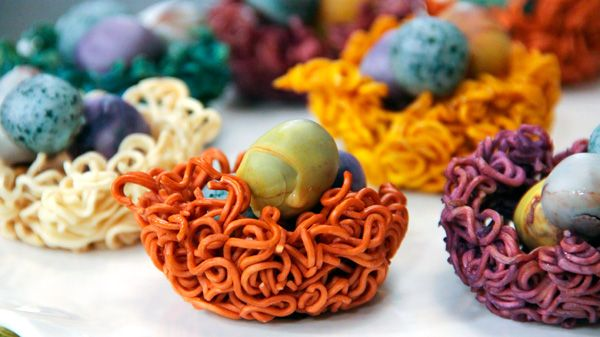 Chef Kyla shows us how to make these adorable decorative nests, using a surprise ingredient: instant ramen noodles! Use them to display the chocolate egg truffles, or any other candy of your choice. Ingredients 6 packages of ramen noodles 6...Cool edible nests.