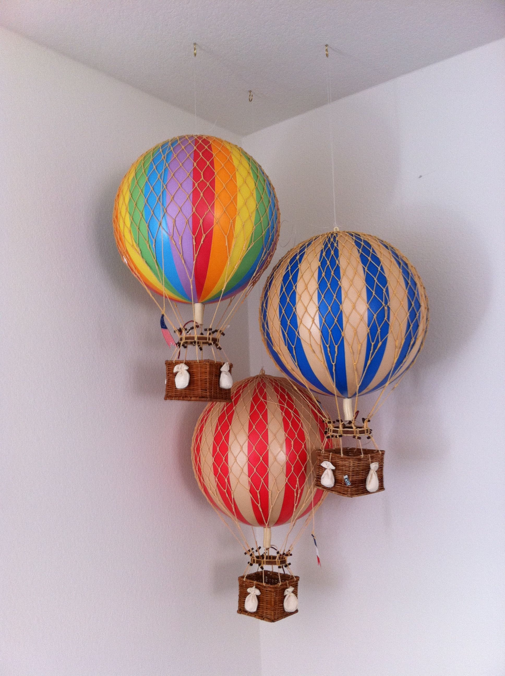 hot air balloons in the corner Globos aerostaticos