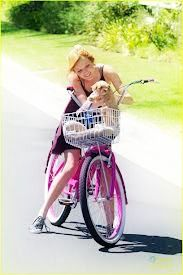 Bella Thorne riding a bike with Kingston  ❤