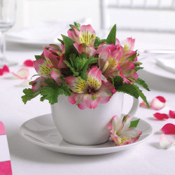 Tea cups make wonderful centerpieces for weddings! (Image by Bonnie Brae Flowers)