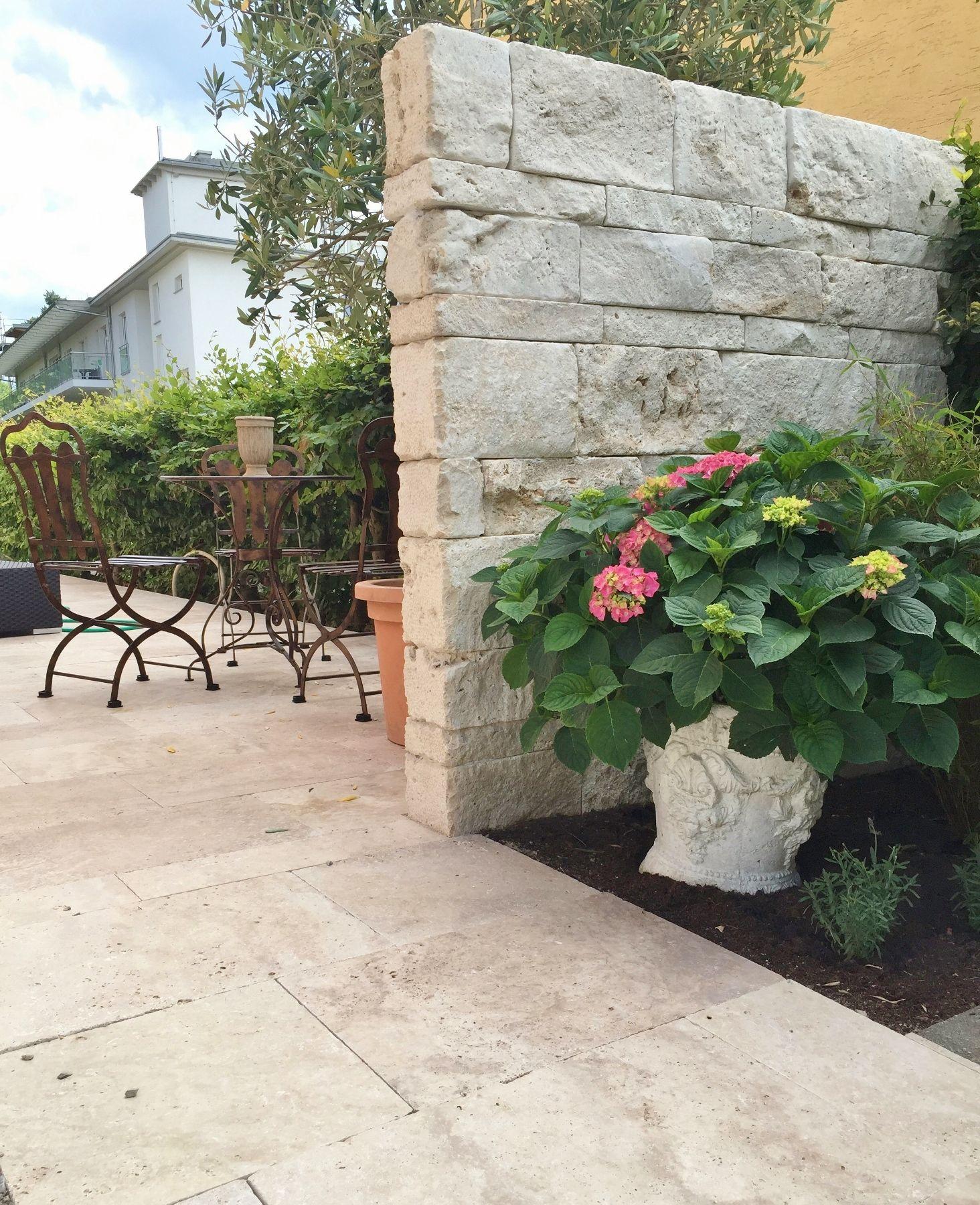 Travertin Mauersteine für einen Toskanischen Garten.