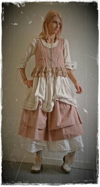 Gilet et jupon vieux rose robe blanche ewa i walla for Tenue shabby chic