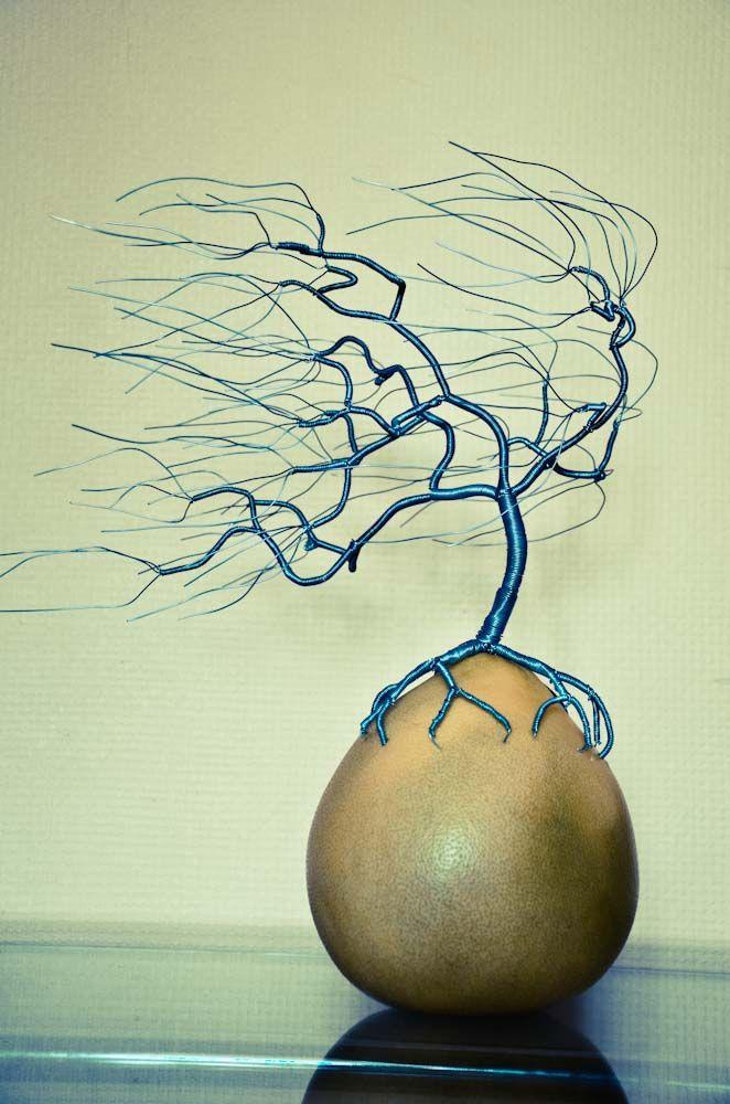 Draht Skulptur Baum im Wind / Wind swept wire tree sculpture by ...