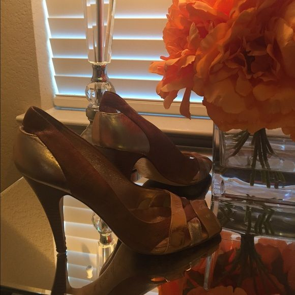 Vintage Kenneth Cole pumps. Leather. Just cleaning out my closet. Take these cuties. Kenneth Cole Shoes Heels