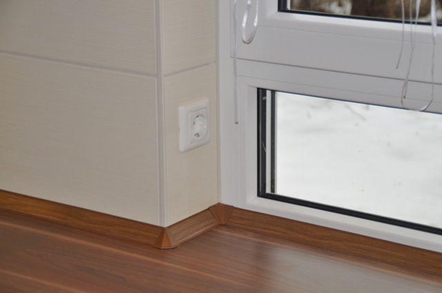 Steckdosen am Küchenfenster - zum Beispiel Weihnachtsbeleuchtung