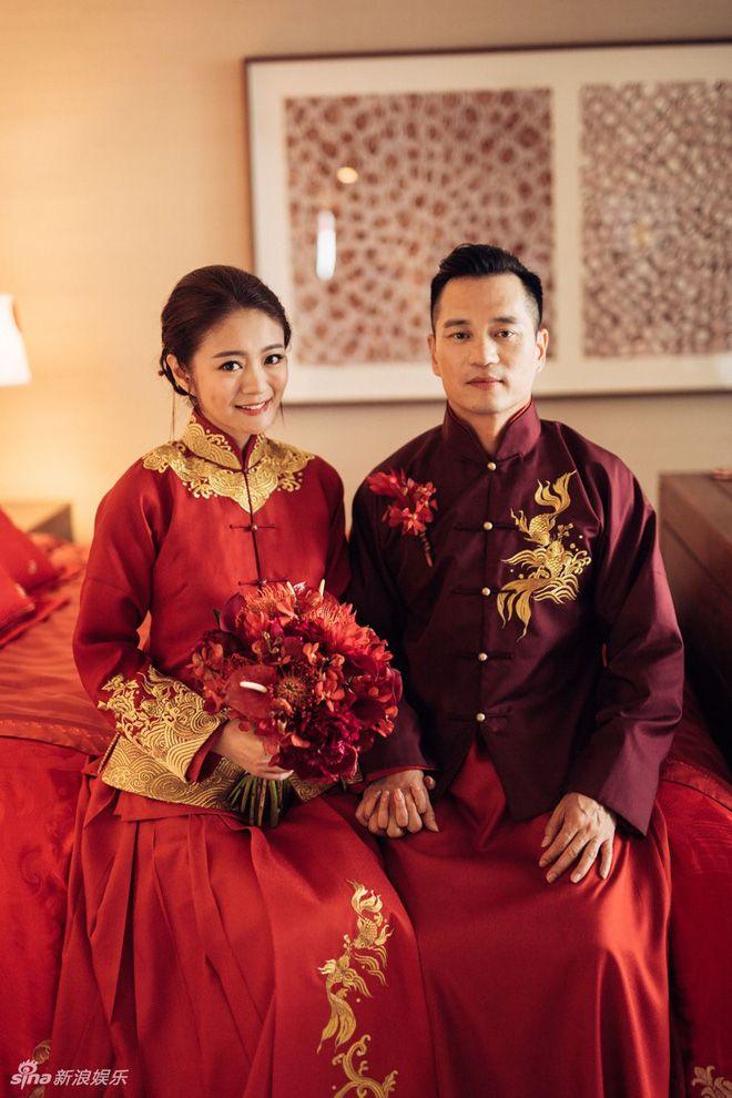 An Dĩ Hiên hạnh phúc khi được chồng bế như công chúa trong lễ cưới - Ảnh 4.