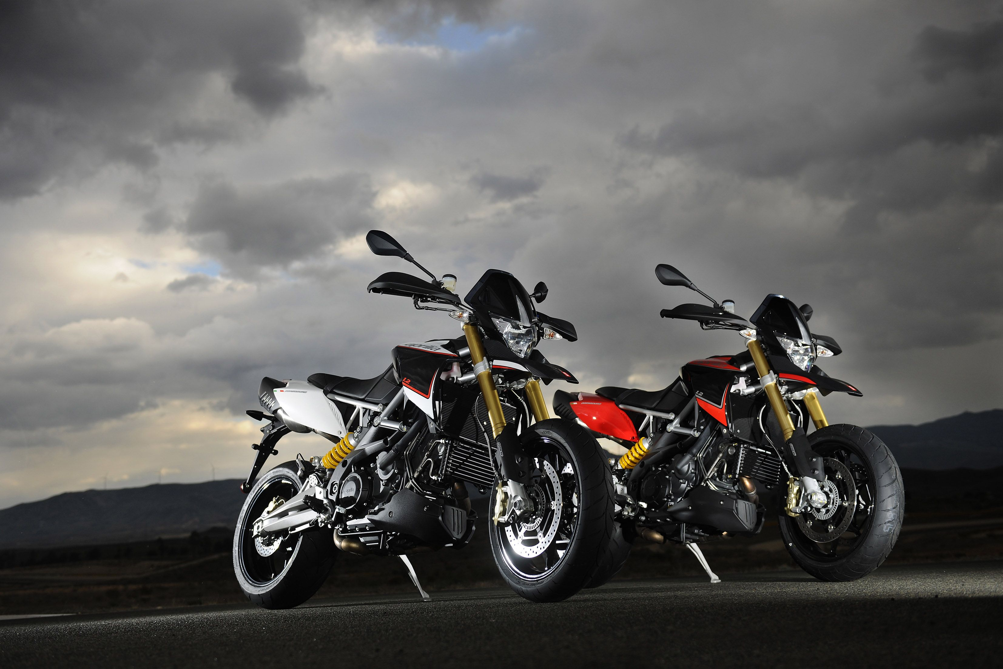 Aprilia Dorsoduro 1200 Is The New Benchmark In The Maxi Motard Class A Record Two Cylinder With 130 Hp Placed In An Incredibly Aprilia Dorsoduro Motorcycle