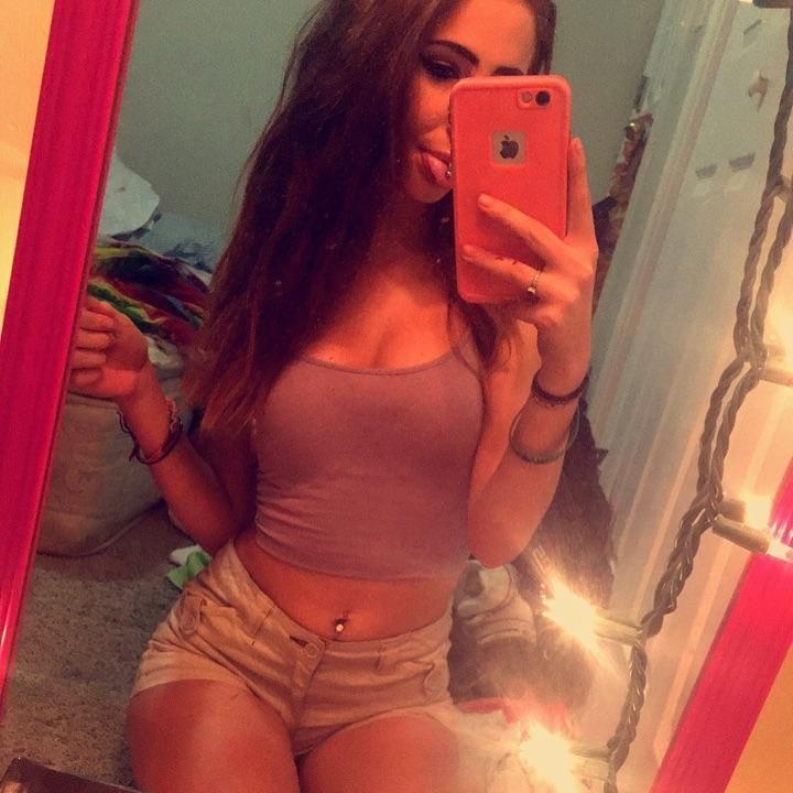 Selfie hot teens Emily Ratajkowski