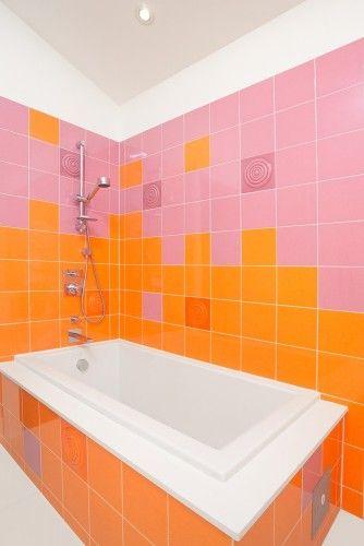 Pink And Orange Tiled Bathroom Color Bathroom Design Bathroom Interior Design Orange Bathrooms
