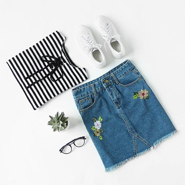 Mix & Match Blue Flower Embroidered Raw Hem Denim Skirt