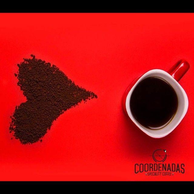 """Que las palabras """"café"""" y """"amor"""" tengan el mismo número de letras y despierten tantas pasiones, no puede ser coincidencia. #CoffeeLovers #coffee #love #CompraColombiano"""