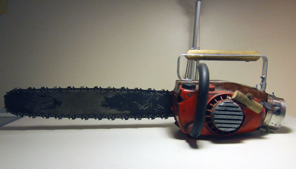 Ash Vs Evil Dead Chainsaw Prop Don T Need Sound To Work So Who Cares About The Wires Part Chainsaw Evil Props
