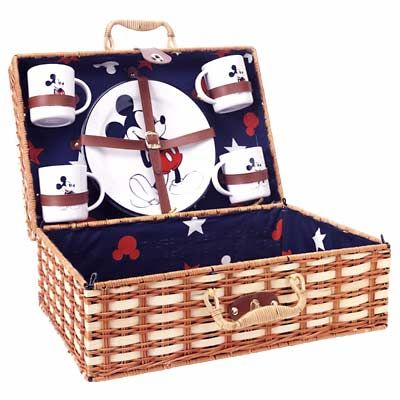 Mickey Picnic Basket W/dish Set