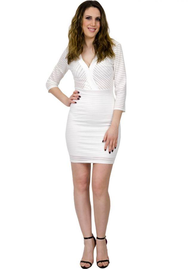 Φόρεμα mini με 3 4 μανίκι. Το φόρεμα είναι στενό εφαρμοστό και έχει ρίγες 8a7b3a35328