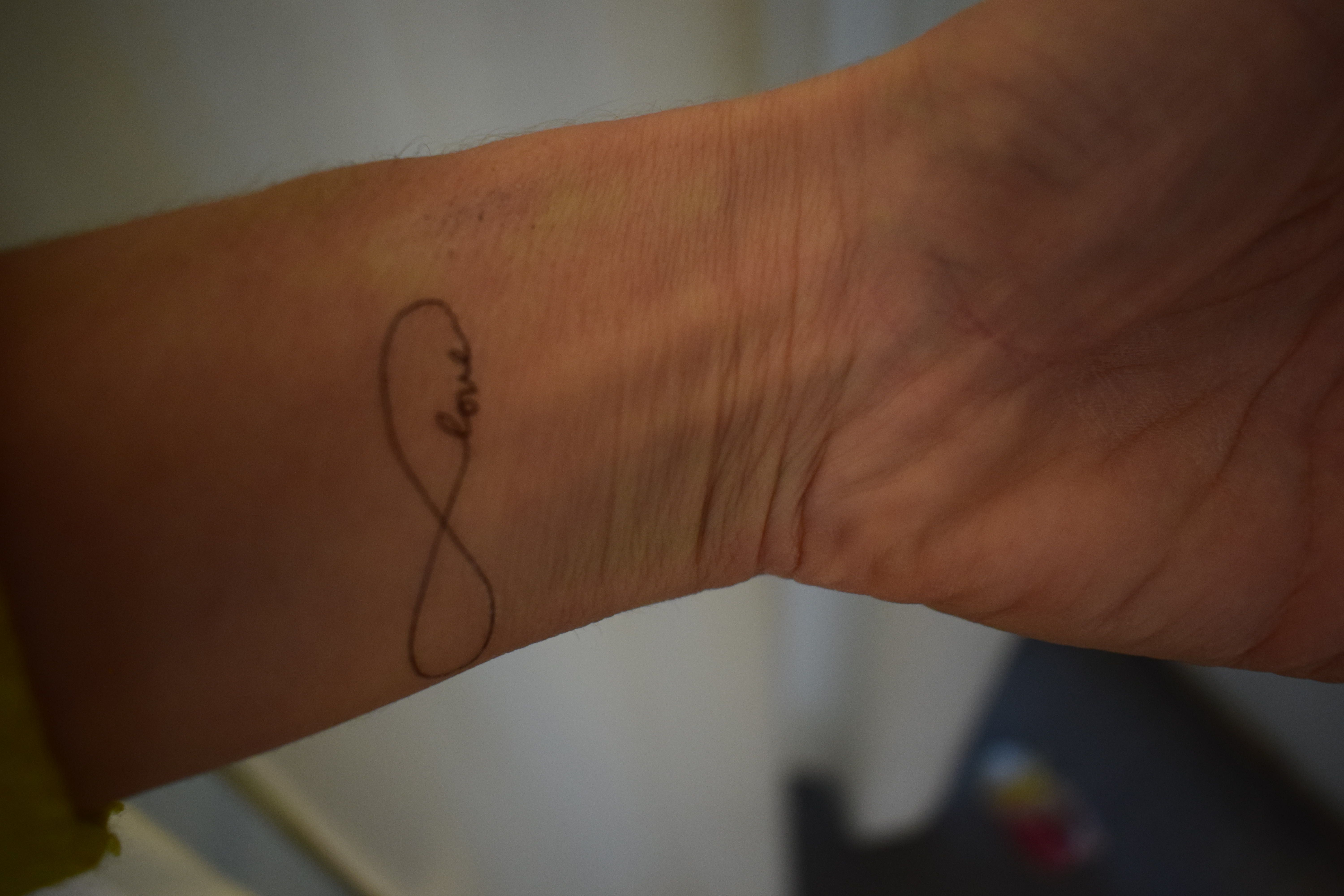 My experience with Fake Tattoos Sweden: http://boiledwords.blogspot.de/2016/11/testing-temporary-tattoos-from-fake.html