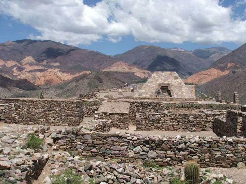 El Pucará de Tilcara y de fondo la Quebrada de Huichaira.