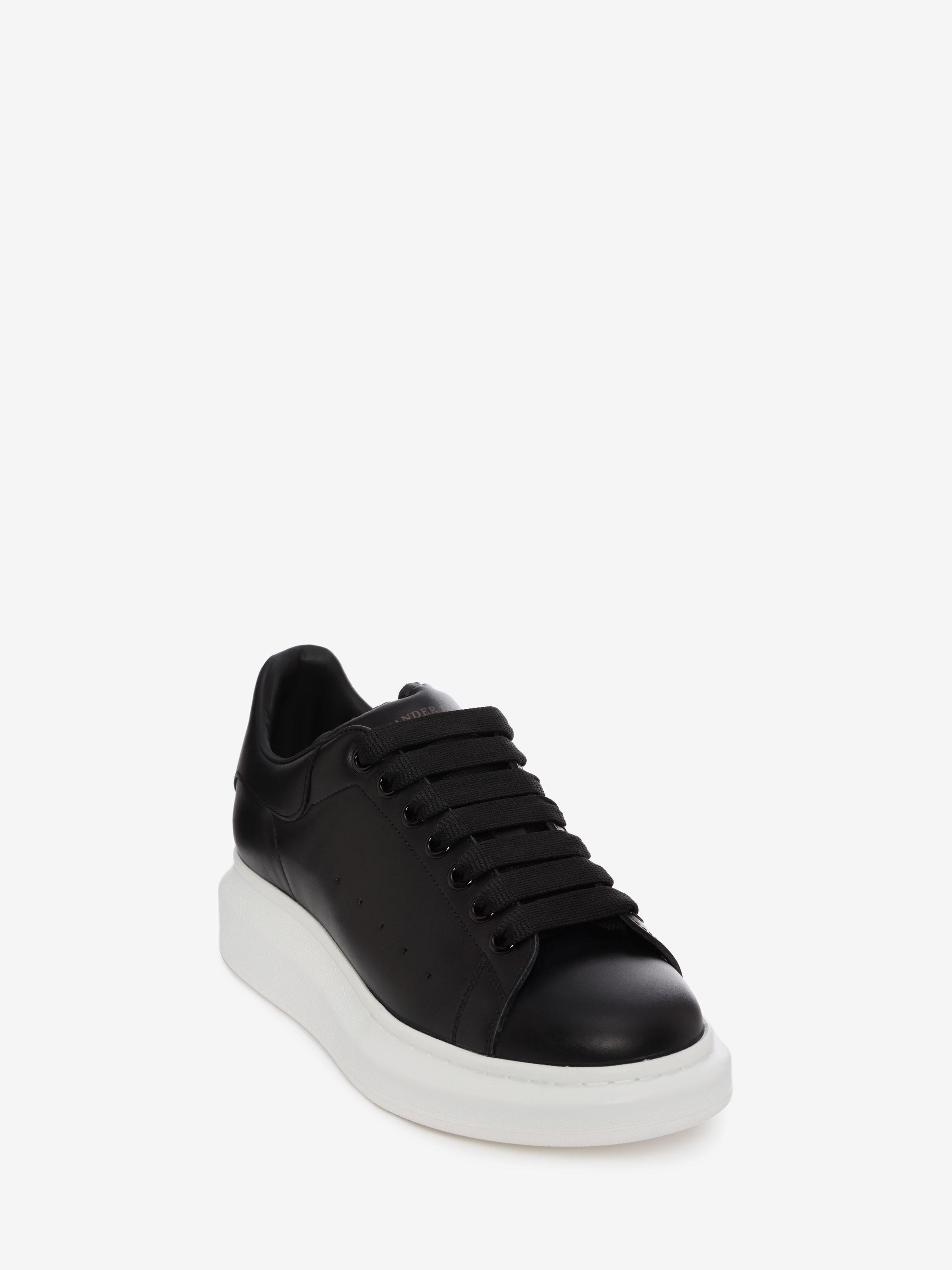 Alexander Mcqueen Oversized Sneaker Black 43 In 2020 Alexander Mcqueen Oversized Sneakers Sneakers Oversize Alexander Mcqueen Sneakers