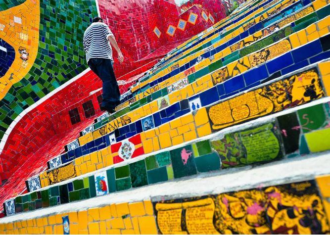 Escadaria Selarón (Rio de Janeiro) – Começando na Rua Joaquim Silva, na Lapa, e segue até o curso inferior de Santa Teresa.