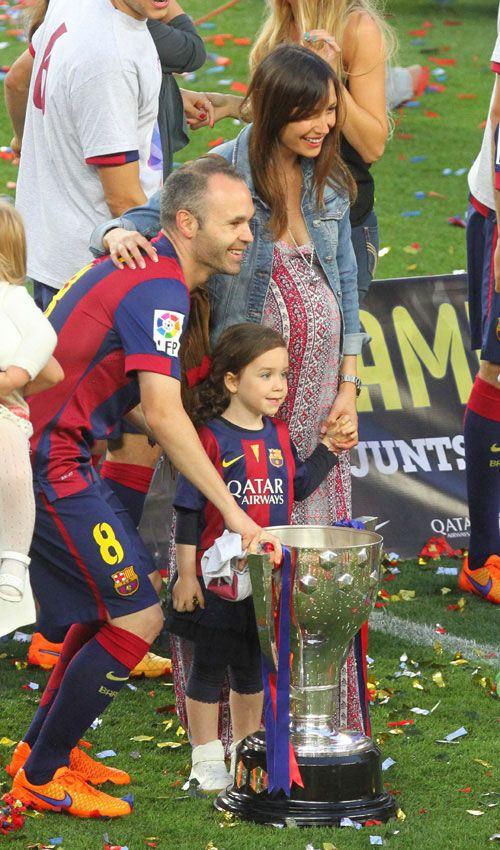 La despedida de Xavi, el beso de Bartra y Melissa Jiménez, el gol de Milan... Así celebró el Barça su nuevo título de Liga - Foto 9