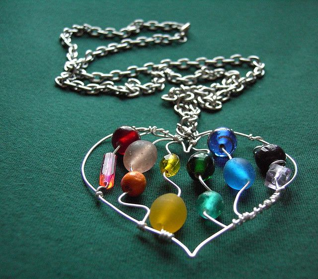 Heart Pendant-not fond of these colors-like the idea though, looks easy enough.
