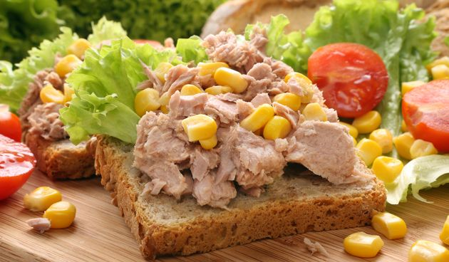 Gezond #broodbeleg boterham #tonijn. www.detuinoptafel.nl