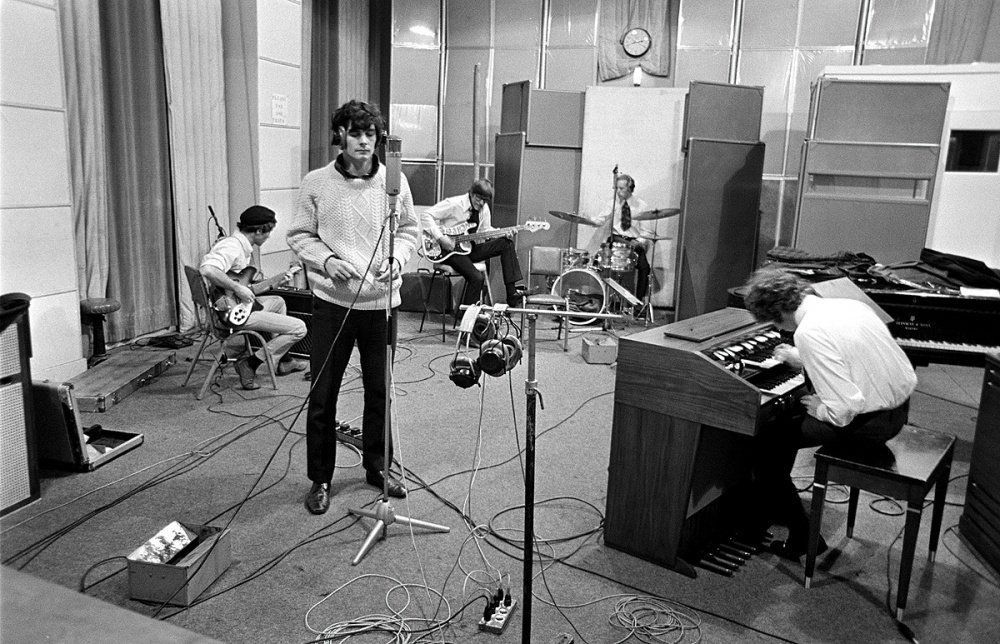 The Zombies recording at Abbey Road Studios, 1967   音楽スタジオ ...