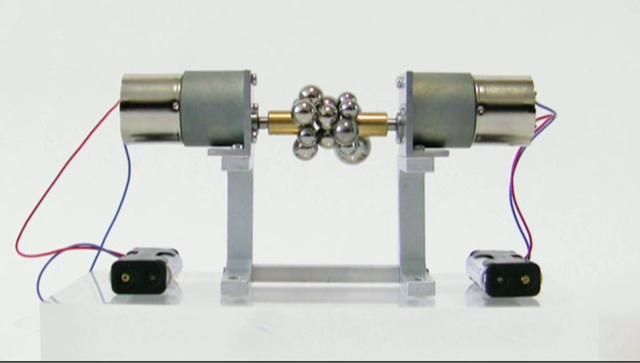 "600:1 gearmotors, 2 diametrical disc magnets (Ni-Cu-Ni), 15 steel spheresSize: 20 x 5 x 10 cm / 8"" x 2"" x 4""Year: 2010, Edition: 6www.pelang.ch"