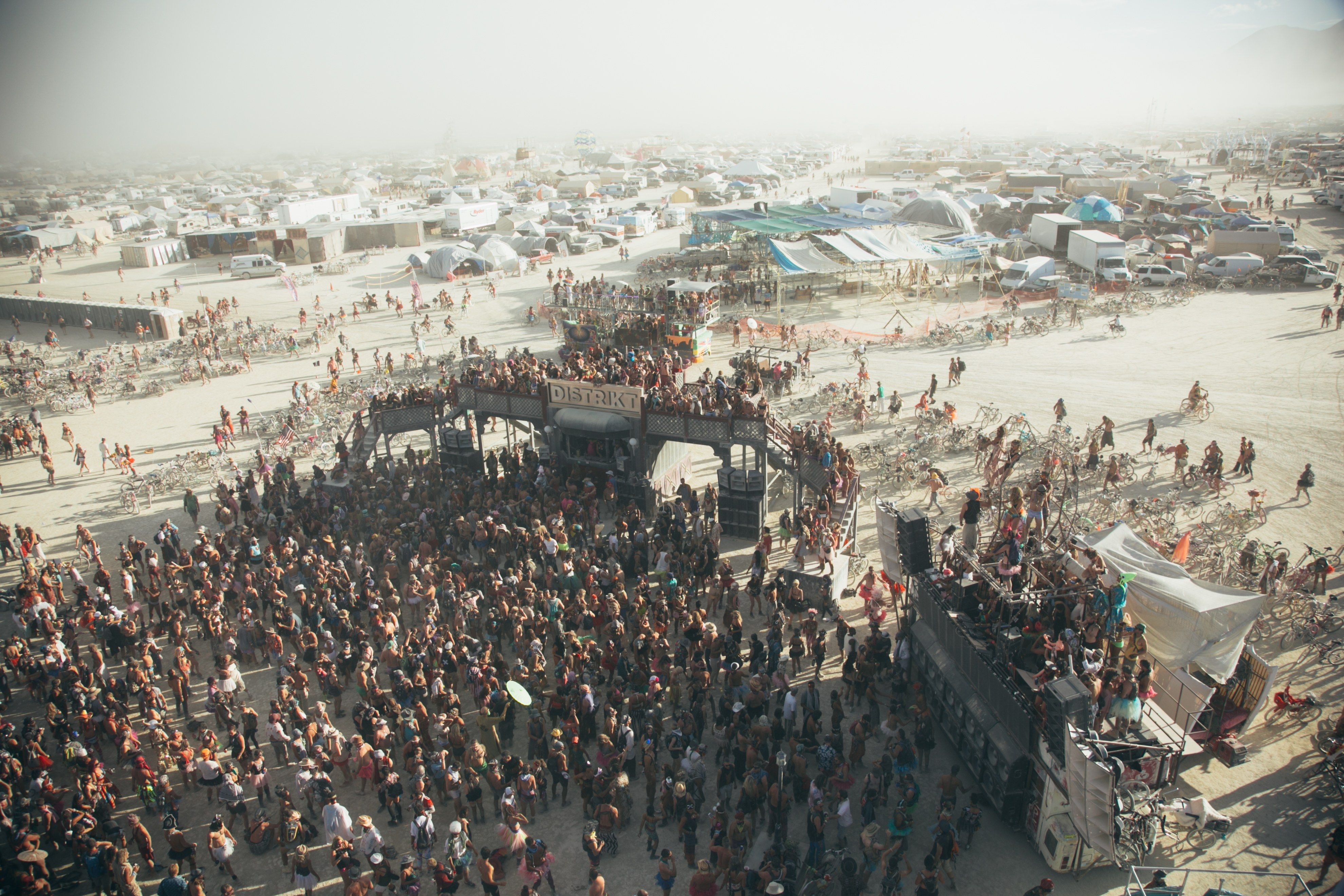 All the Beautiful People and Out of Control Looks at Burning Man Photos | W Magazine