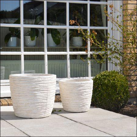 Das Zebrina Pflanzkübel-Set in elfenbein besteht aus hochwertigem ...