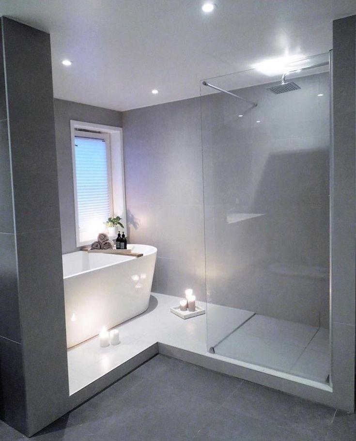 Połączenie Prysznica Z Wanną W łazience Z Oknem łazience