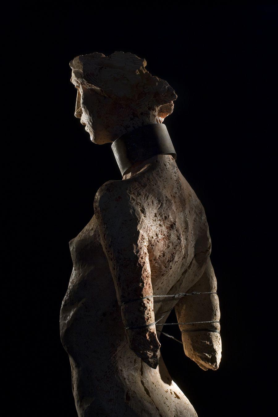 brown - woman - figurative sculpture - Christian Zucconi