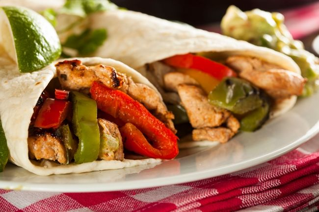 Easy Healthy Chicken Fajitas Recipe Weight Watchers SmartPoints Plus http://simple-nourished-living.com/2016/05/weight-watchers-recipe-easy-healthy-chicken-fajitas-2-smartpoints/