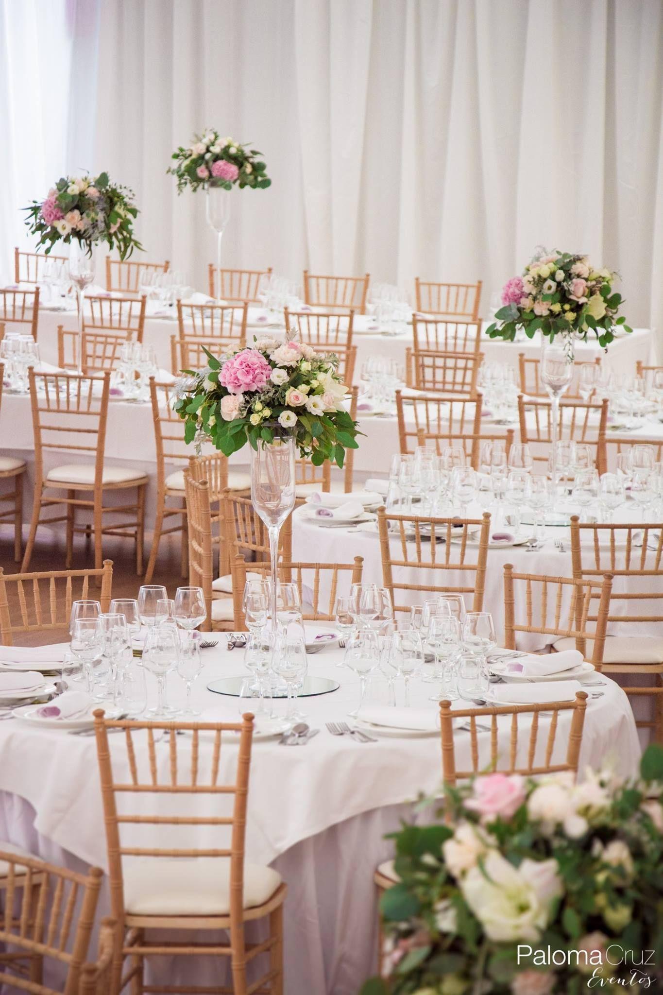 Silla tiffany natural y centro de mesa alto