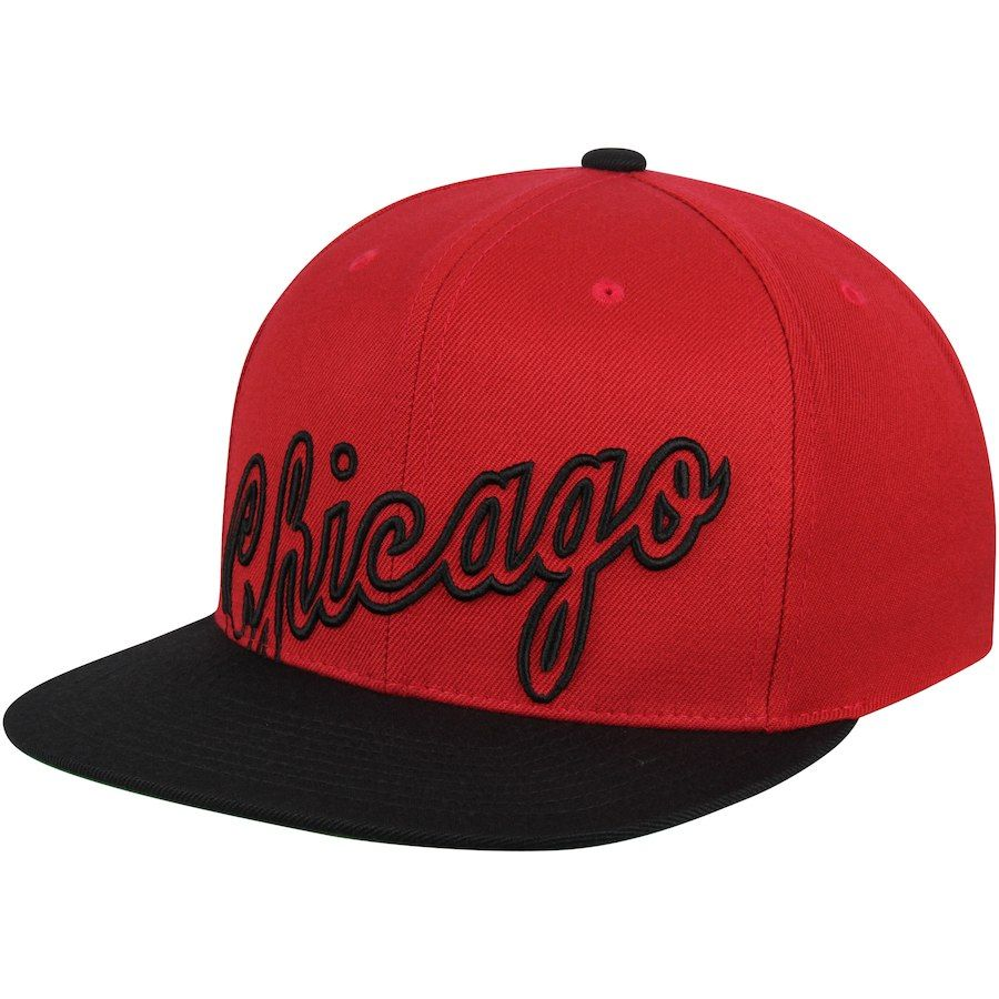 11180b74406 Men s Chicago Bulls Mitchell   Ness Red Black Hardwood Classics Cropped XL  Logo Snapback Adjustable Hat
