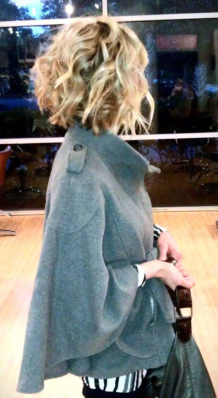 Mid length hair dimensional hair color short womenus hair cut