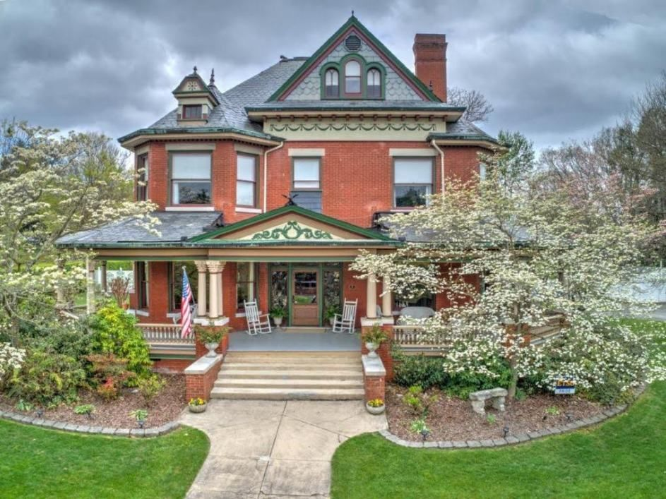 1909 Victorian In Johnson City Tennessee Captivating Houses Victorian Style Homes Historic Homes Abandoned Mansion For Sale
