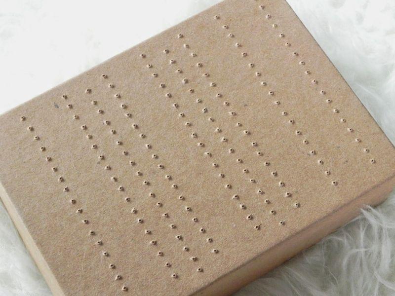 rangement pour boucles d oreilles partir d 39 une bo te en carton bo te en carton carton et bo tes. Black Bedroom Furniture Sets. Home Design Ideas