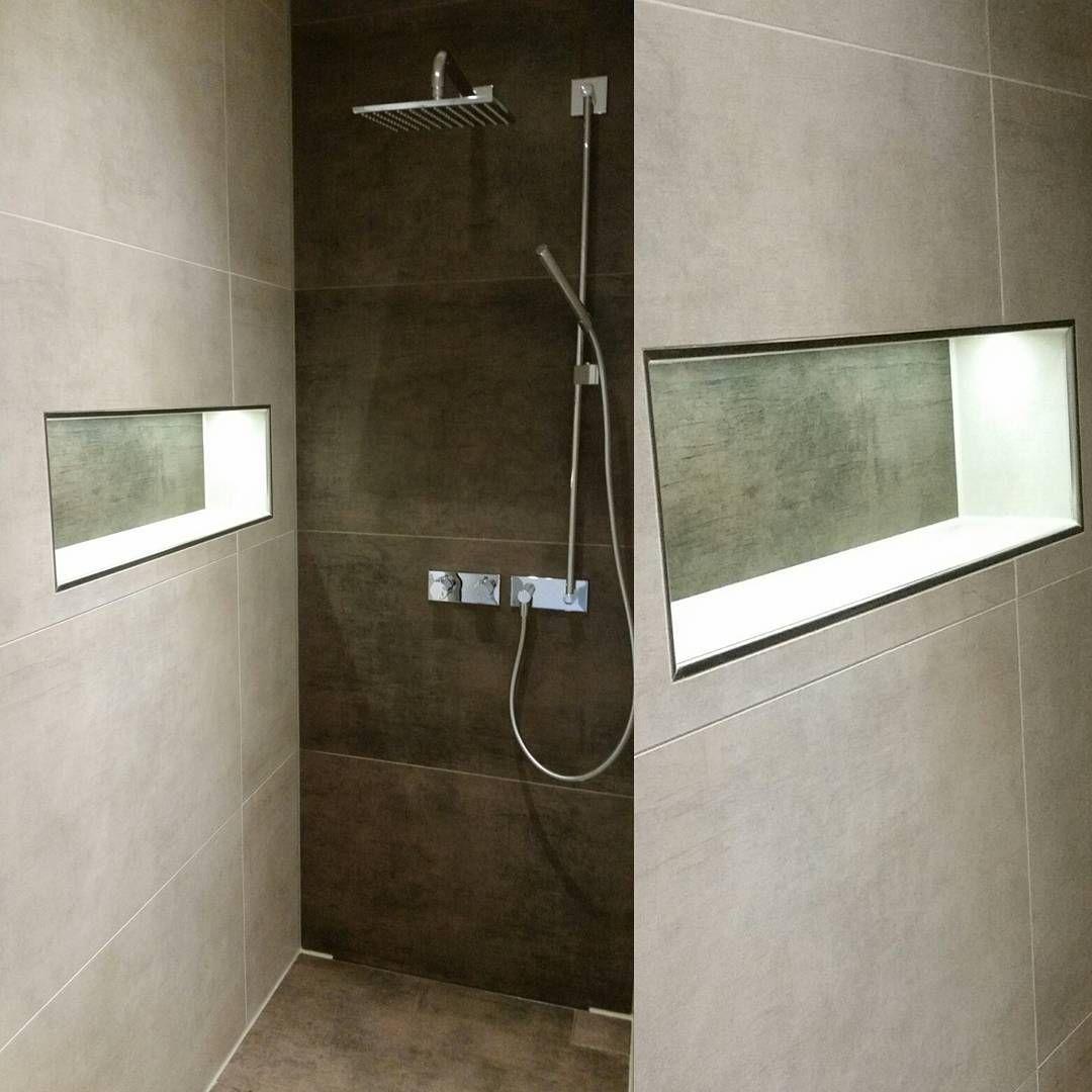 Unsere Nischenbeleuchtung Ist Seit Gestern Auch Endlich Installiert War Irgendwie Ein Ewiges Hickhack Da Die Led S Badezimmer Nischen Duschnische Led Stripes