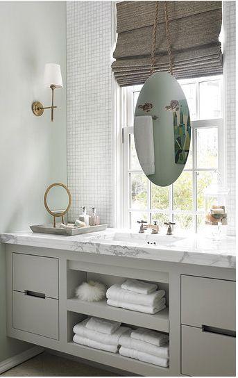 White Glimmer Glass Tile On The Wall Gorgeous Room Https Www Subwaytileoutlet Com Products Cloud Whi Modern Bathroom Design Bathroom Design Trendy Bathroom