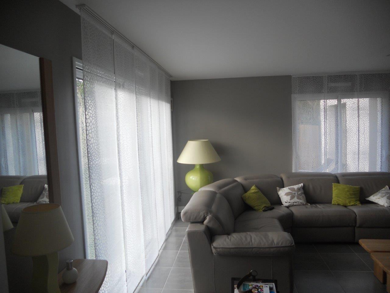 chez notre cliente nous avons quip les baies vitr es du salon et de la cuisine de panneaux. Black Bedroom Furniture Sets. Home Design Ideas