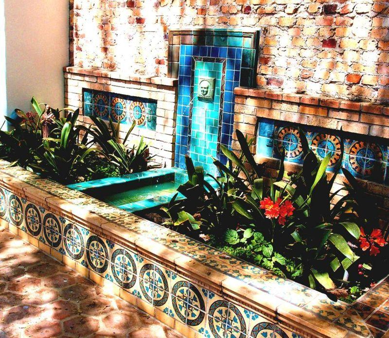 Wasser Im Garten Orientalisch Design Fliesen Brunnen Tuerkis Blumenbeet Wasser Im Garten Spanischer Hof Hauser Im Spanischen Stil